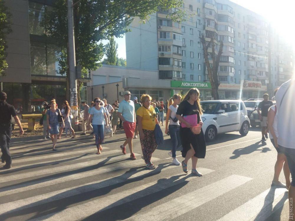 Жители Таирова перекрывали проспект Глушко - 1