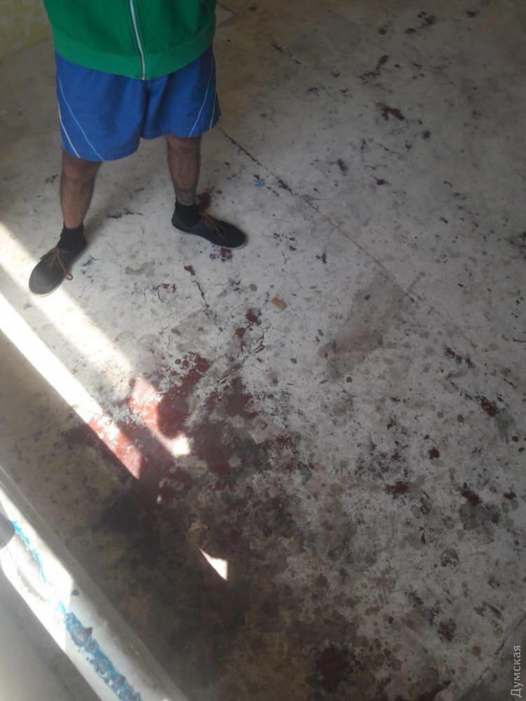Заключенные говорят, что это кровь одного из них