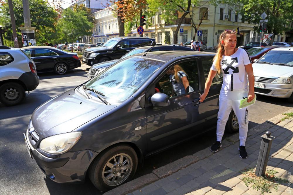 Одесские парковочные инспекторы выписали первые штрафы - 9