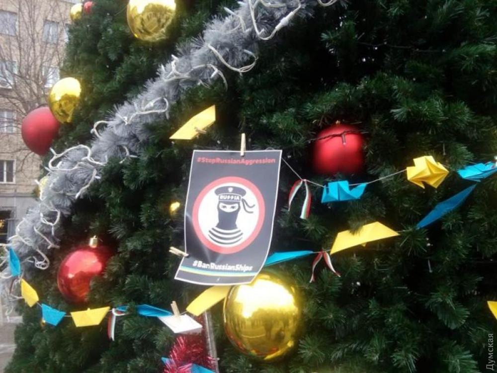 Здесь и ниже - российская елка в Софии