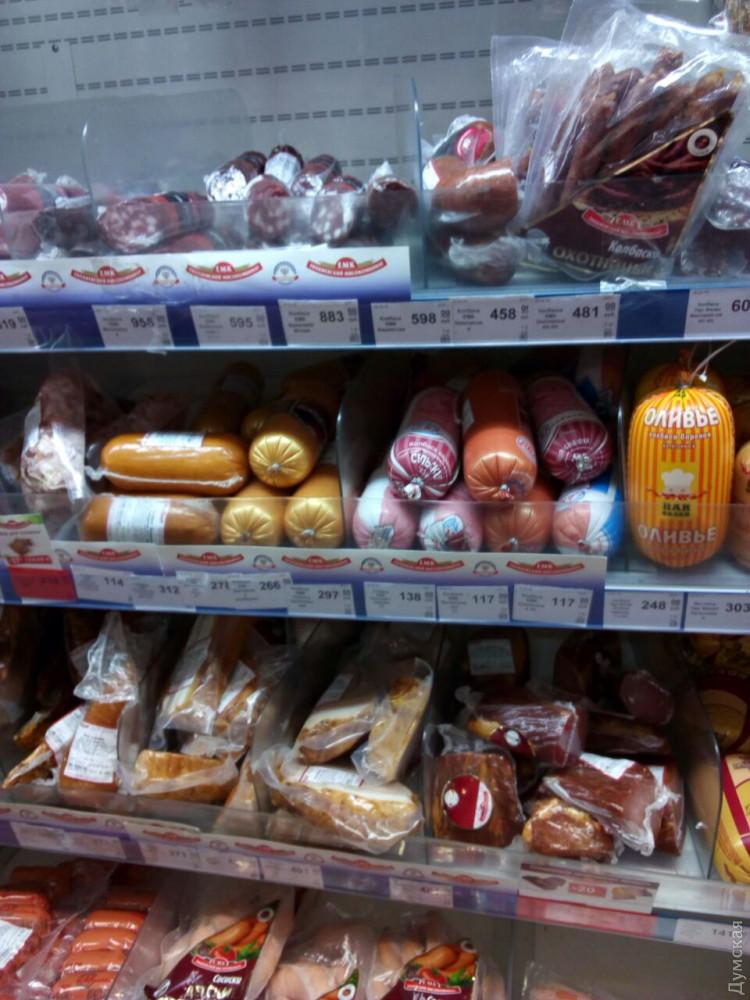 Народ не голодает, но цены в среднем выше, чем в неоккупированной Украины, а зарплаты и пенсии ниже