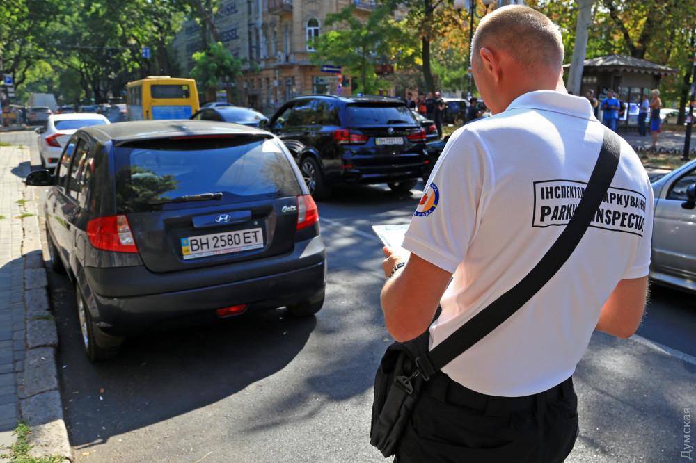 Одесские парковочные инспекторы выписали первые штрафы - 2