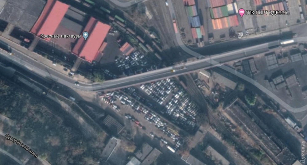 По документам, эта площадка предназначена для хранения контейнеров