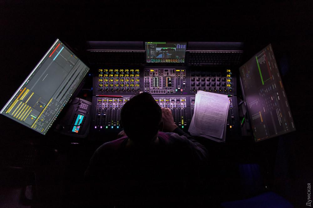 В театре установлен один из самых современных звуковых пультов в мире