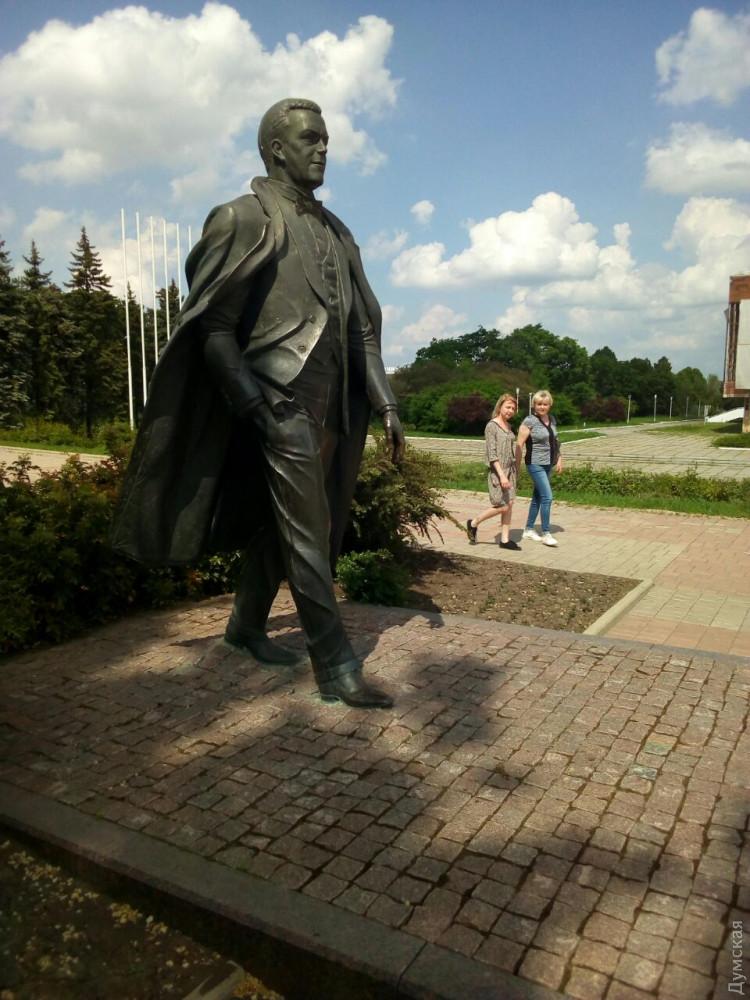 Памятник Кобзону
