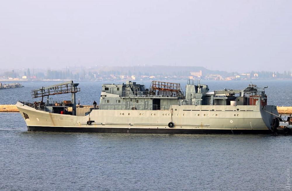Средний разведывательный корабль ВМСУ пр 502Э притянули достраивать на Одесский судоремонтный завод