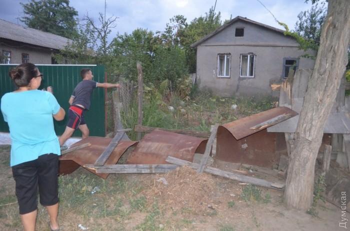 Что характерно, громили в основном небогатые дома. Здесь и ниже - фото Ирины Золотаревой.