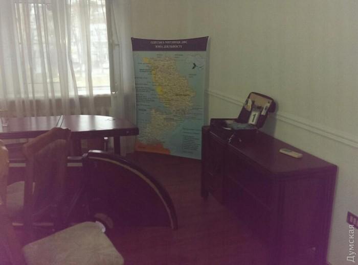 picturepicture_59911809167622_98101 Неизвестные в камуфляже устроили погром в здании Одесской таможни