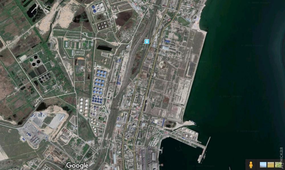 """Район Нефтегавани Одесского порта. Здесь находятся гектары земли группы """"Приват"""""""