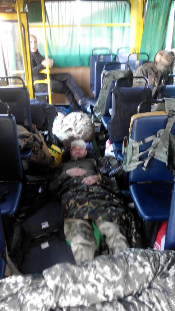 Основным «боевым транспортным средством» одесских милиционеров стали школьные автобусы, на которых их отправляли в командировку