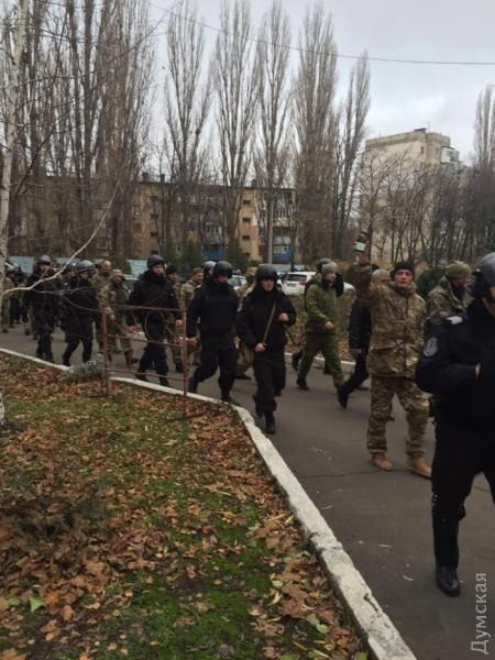 picturepicture_86984301167623_88291 Неизвестные в камуфляже устроили погром в здании Одесской таможни