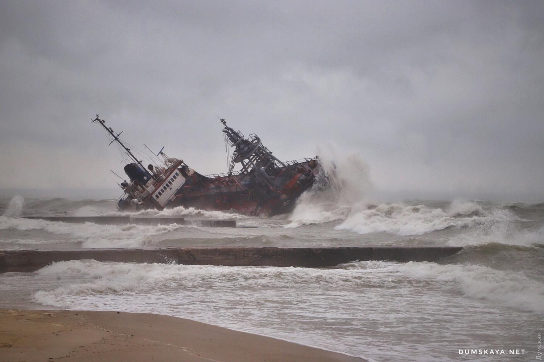 Танкер, що зазнав аварії поблизу Одеси, викинуло на мілину, власник не дозволяє екіпажу евакуюватися - Цензор.НЕТ 2698