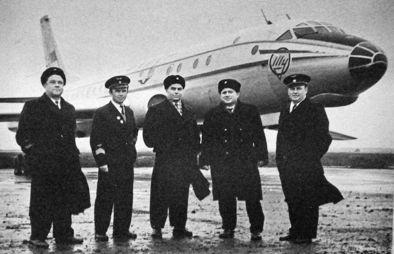 Экипаж первого рейса самого современного на тот момент реактивного Ту-104, севшего в одесском аэропорту