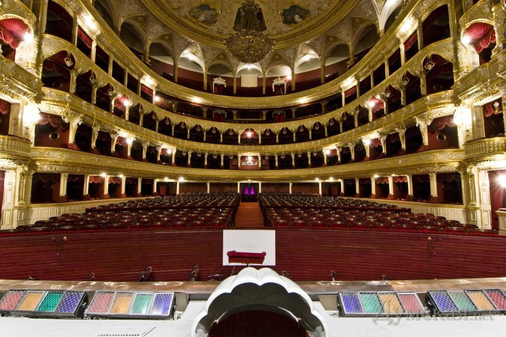 Картинка зрительный зал и сцена