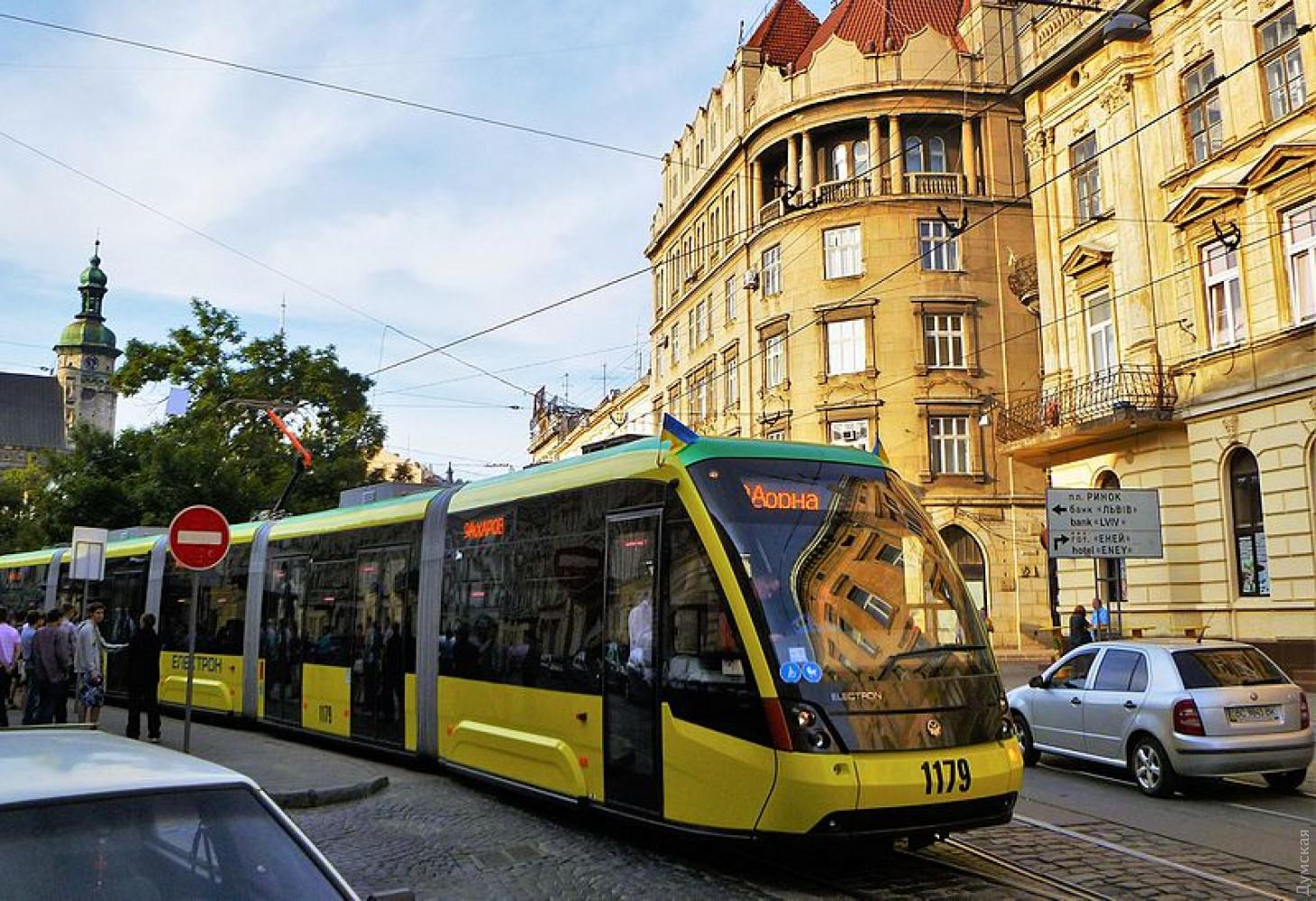 """Многосекционный трамвай львовского """"Электротранса"""". Фото wikipedia.org"""