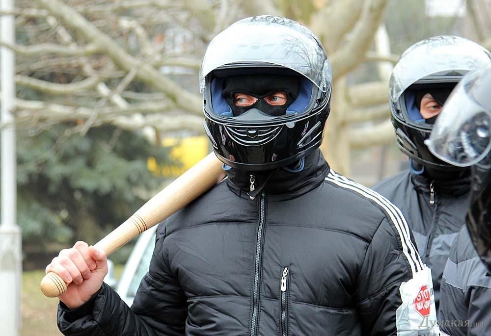 картинки люди в масках с битами тех людей