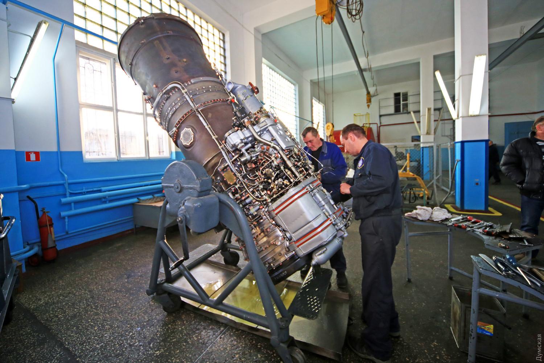 Проверка двигателя Р13-300 перед испытаниями