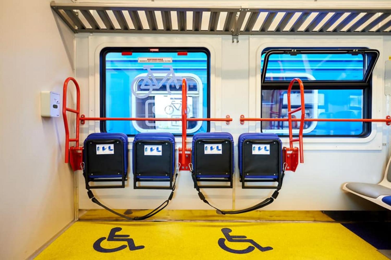 «Укрзалізниця» презентовала первый пригородный инклюзивный поезд  , фото-1