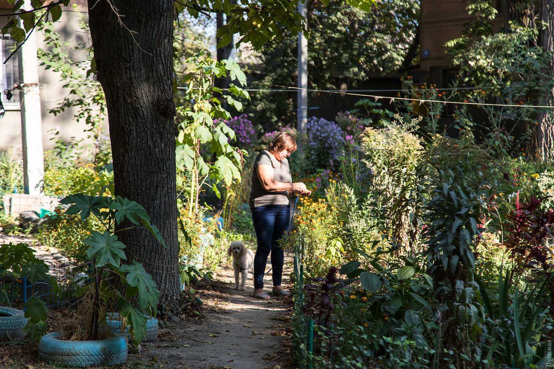Екатерина - главный садовод этих мест