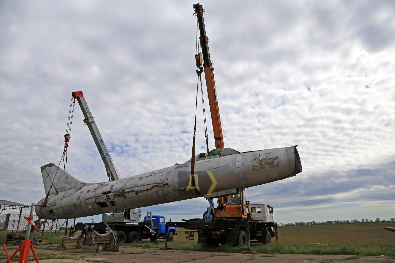 В одесский музей из Арабатской Стрелки доставили самолет