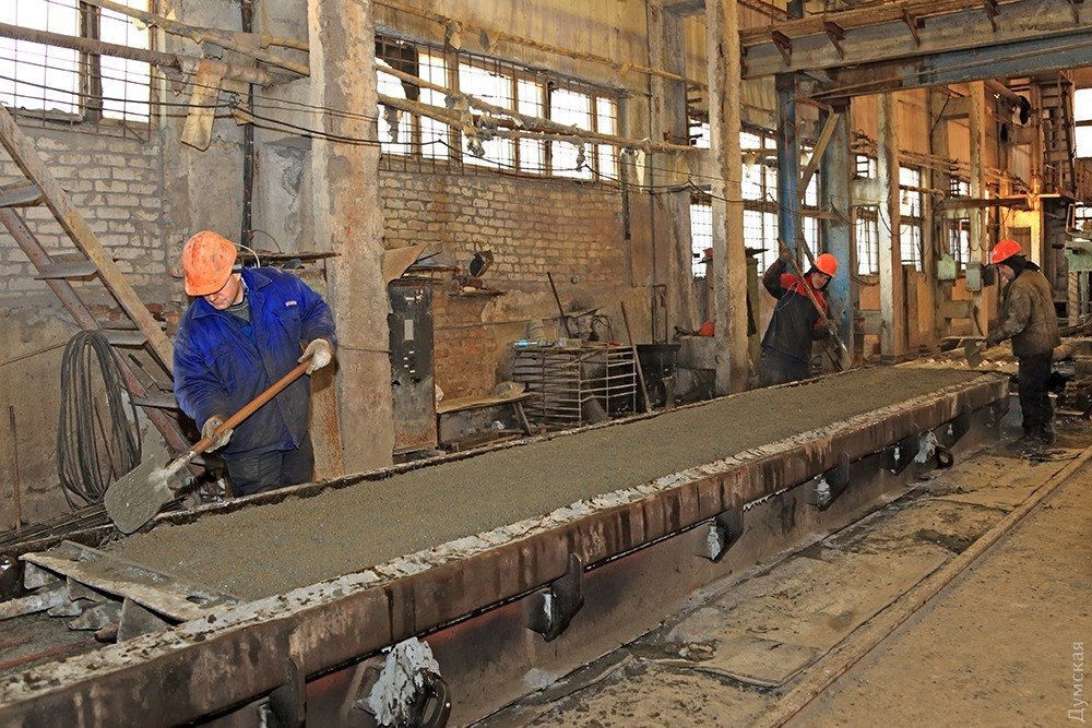 Рабочий на завод жби опора лэп рязань