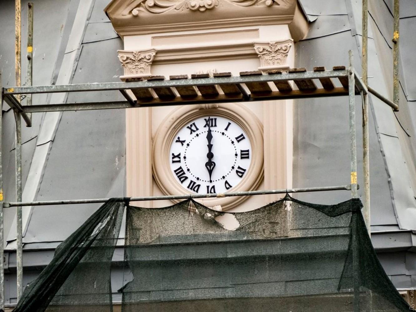 92223d07 Старинный дом на Дерибасовской — снова с часами: прежние пропали еще ...