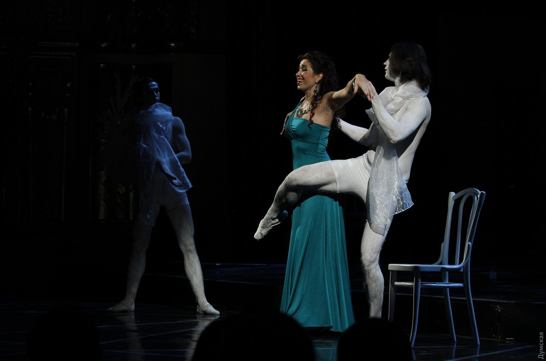 teatralnie-postanovki-s-eroticheskim-uklonom-video-russkaya