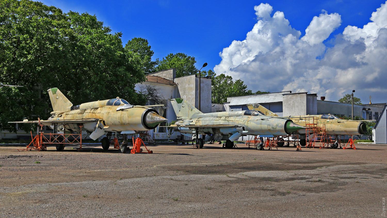 Списанные МиГ-21МФ на стоянке одесского авиазавода. История может превратиться в металлолом