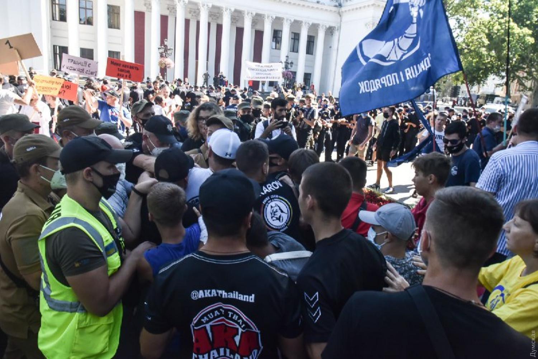 В Одессе на «Марше равенства» подрались представители ЛГБТ-сообщества и националисты