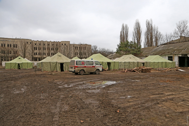 Палаточный городок, в который собирались выселисть Командование ВМСУ