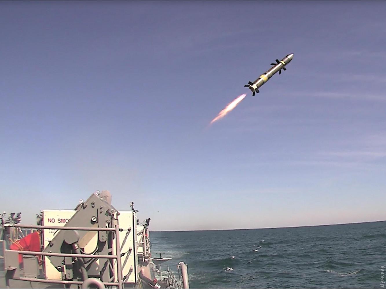 Запуск ракеты Raytheon ВGM-176B Block II со сторожевого катера ВМС США РС 5 Typhoon